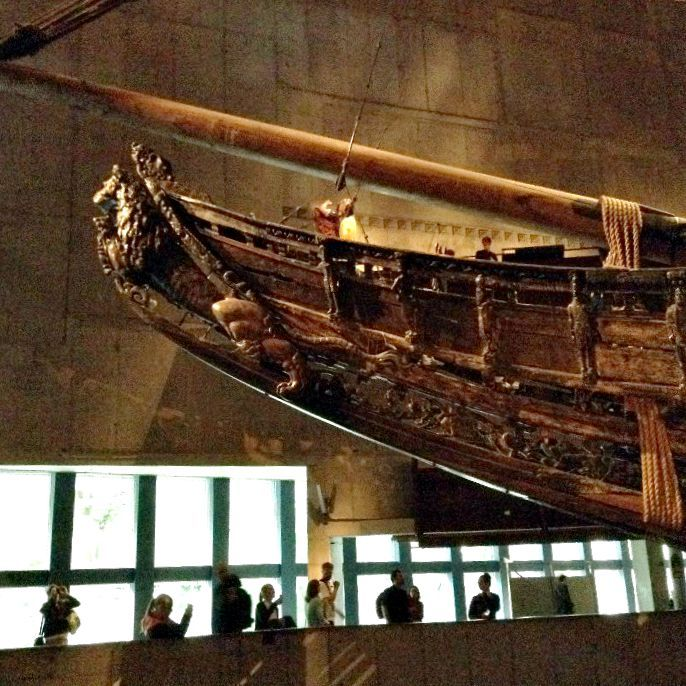Il Museo Vasa a Stoccolma: da un errore, nasce un successo! Fantastici, 'sti svedesi: riuscire a trarre successo da un un errore nasce un successo non è da tutti! Attorno ad un imponente vascello  della regia marina svedese di oltre 1200 tonnellate,  colato a picco nell'arcipelago di Stoccolma poche ore dopo il suo varo, è stato costruito il Museo Vasa
