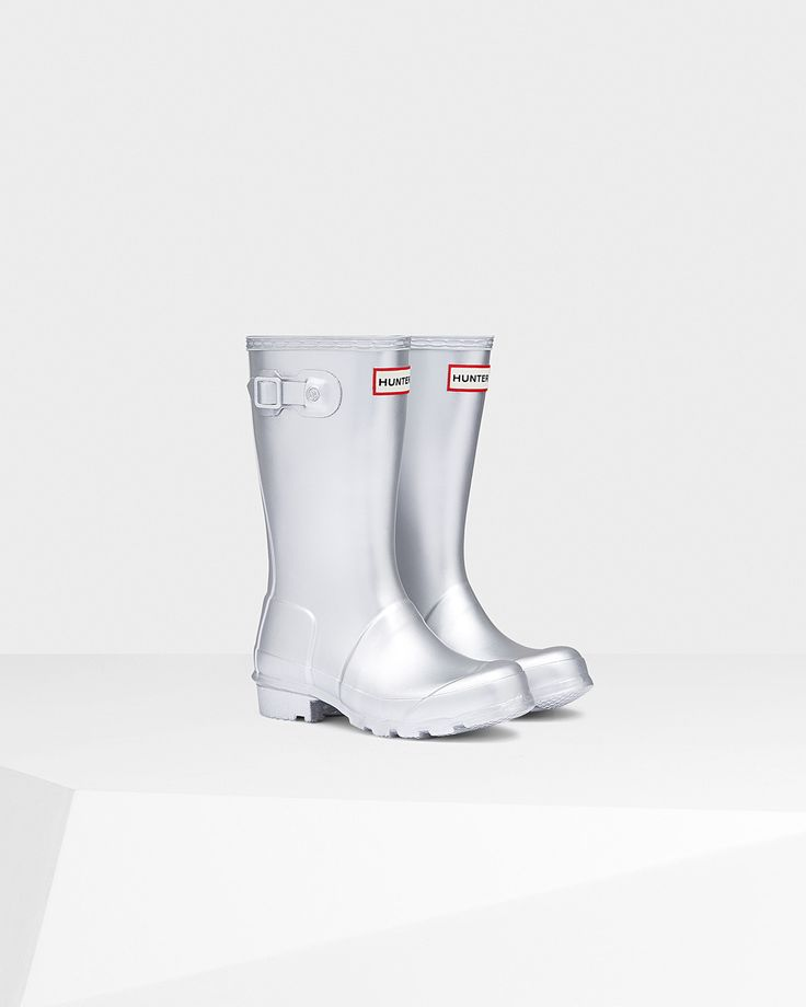 The Original Kids' metallic boot forms a smaller version of the iconic adult boot.