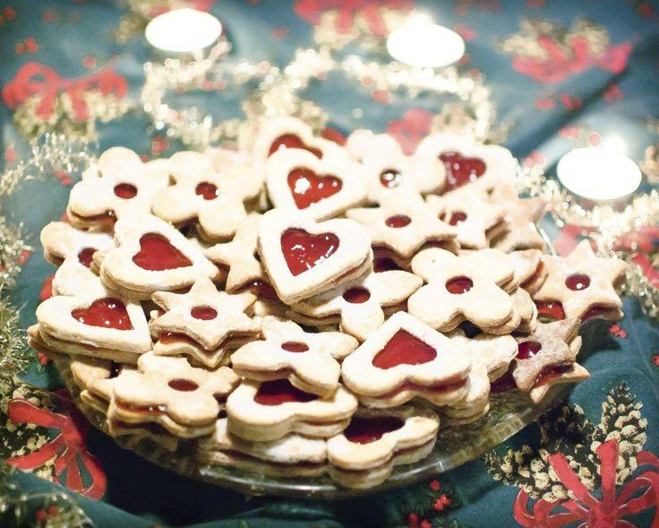 Linecké cukroví je klasika, která patří ke každé vánoční tabuli. Ani u veganů nechybí.