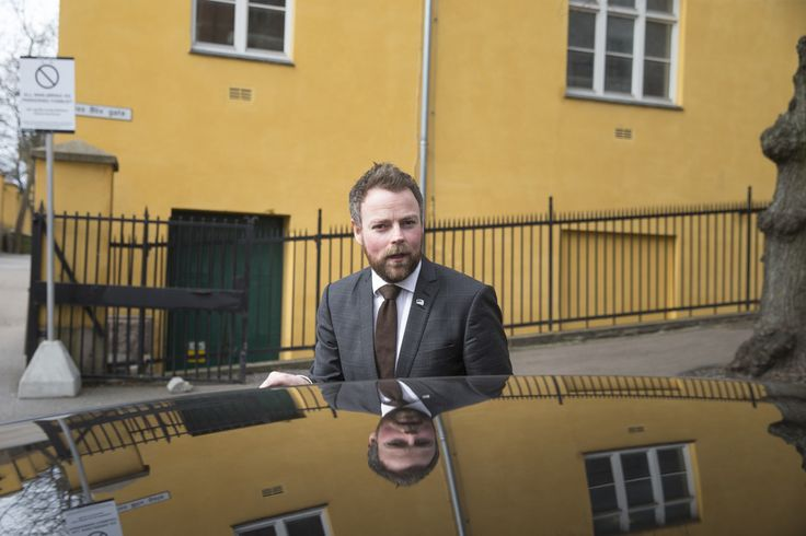 37 prosent av lærerstudentene som tok nasjonal deleksamen i matematikk, fikk stryk-karakter. Kunnskapsminister Torbjørn Røe Isaksen (H) er skremt av resultatet.
