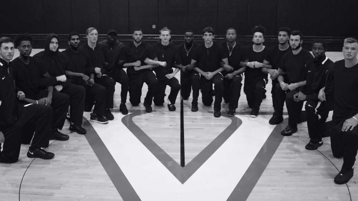 Virginia basketball team 'kneels for justice' in tweeted picture