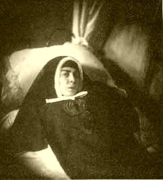 El Testigo Fiel - Santoral: Juana Francisca de la Visitación virgen y fundadora En Turín, en Italia, beata Juana Francisca de la Visitación (Ana) Michelotti, virgen, que fundó el Instituto de Hermanitas del Sagrado Corazón, para servir al Señor cuidando desinteresadamente a los enfermos pobres. En el Turín del siglo xix, sacudido por los belicosos aires de la unificación italiana, encendió el Señor una de las grandes luminarias de la Iglesia contemporánea:
