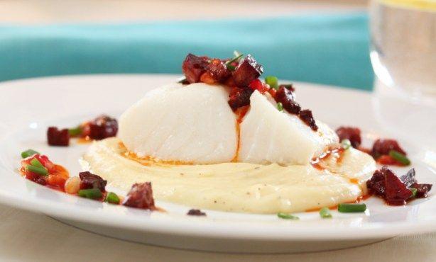 Ovnsbakt torskeloin med smakfull salsa og persillerotpure