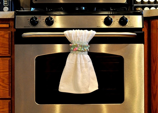 Dish towel belts - This might be the best thing EVER! Keeps your towel from slipping off.