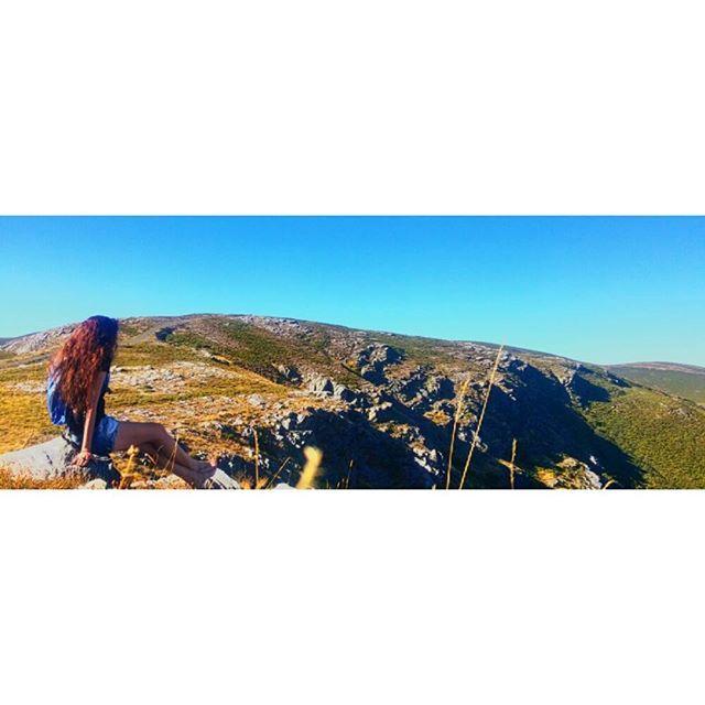 【eva_umiki】さんのInstagramをピンしています。 《発見とは、皆が見たことのあるもので誰も考えたことのないことを見つけることである。  3 días para volver a Coruña 🙈  #ガリシア  #風景  #景色  #galicia #spagna  #山  #スペイン #green #nature #mountain #森 #landscape #galiciacalidade #montagna  #paesaggio #galifornia #galiciamola #平和 #pace #木 #みどりの日 #空 #村  #自然》
