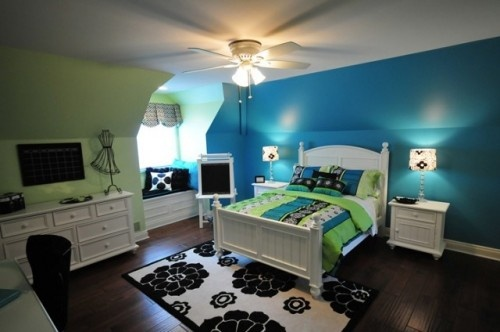 Fun room for teenage girl...but gotta change out the ceiling fan to one of those cute flower lights!