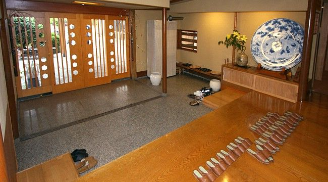 Indoor Etiquette - good manners in the Japanese house