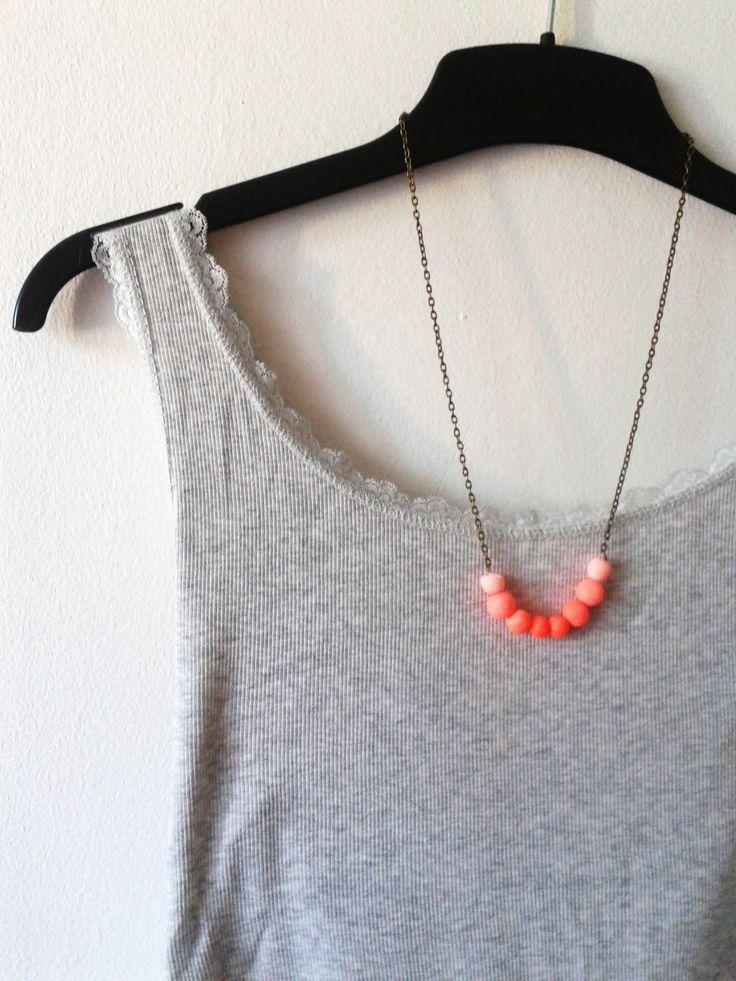 Pink ombre gyöngyös nyaklánc. Antikolt bronz színű láncon a pink árnyalatai. Csodás nyári viselet.