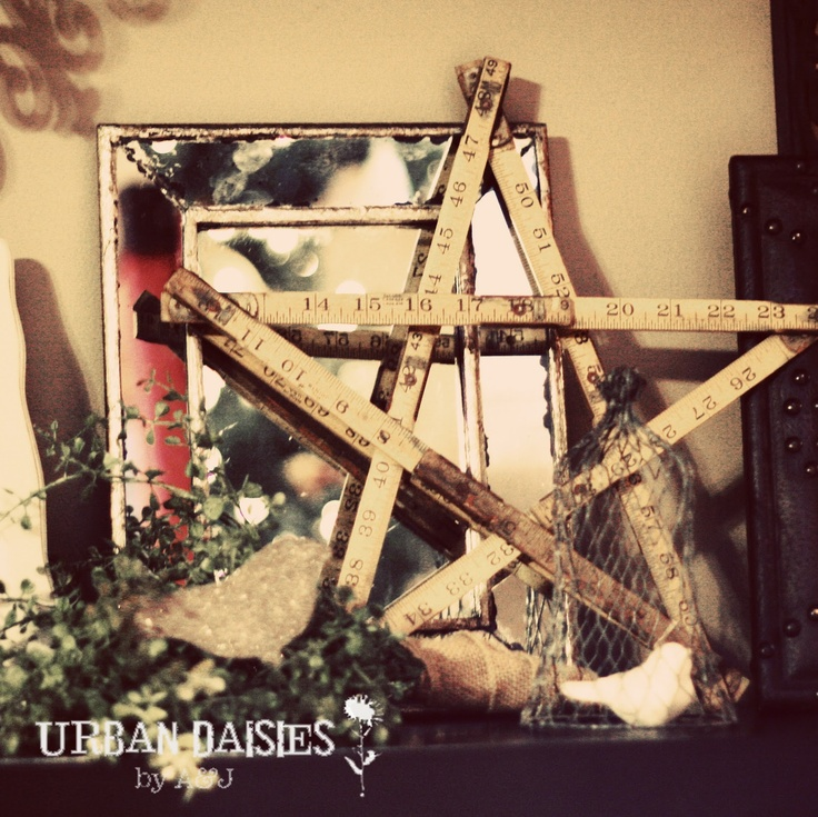 Urban Daisies: Decorating for Christmas