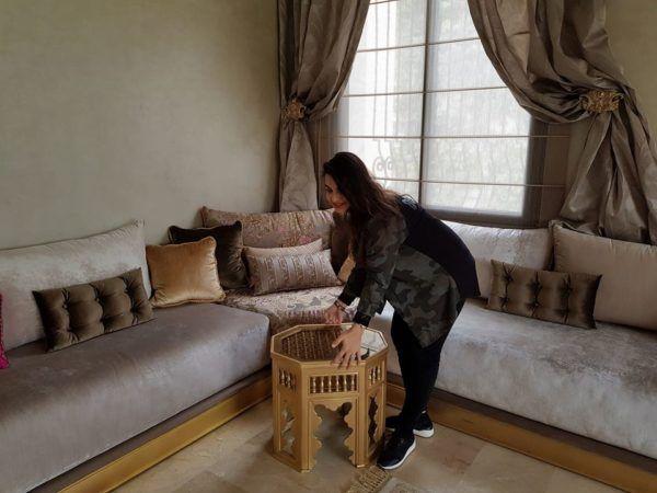 Salon Marocain Table Basse Decoration D Interieur Interieur Sur Mesure Floor Pillows Living Room Living Room Sofa Design Moroccan Living Room