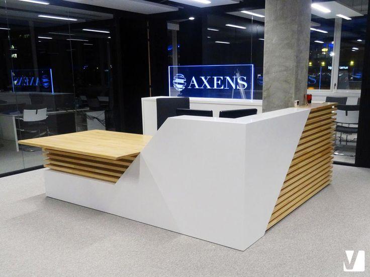 Banque d'accueil en Solid Surface V-korr + bois - Locaux Axens  Plus d'infos : http://www.v-korr.com/home/maison-cuisine-salle-bains-solid-surface/
