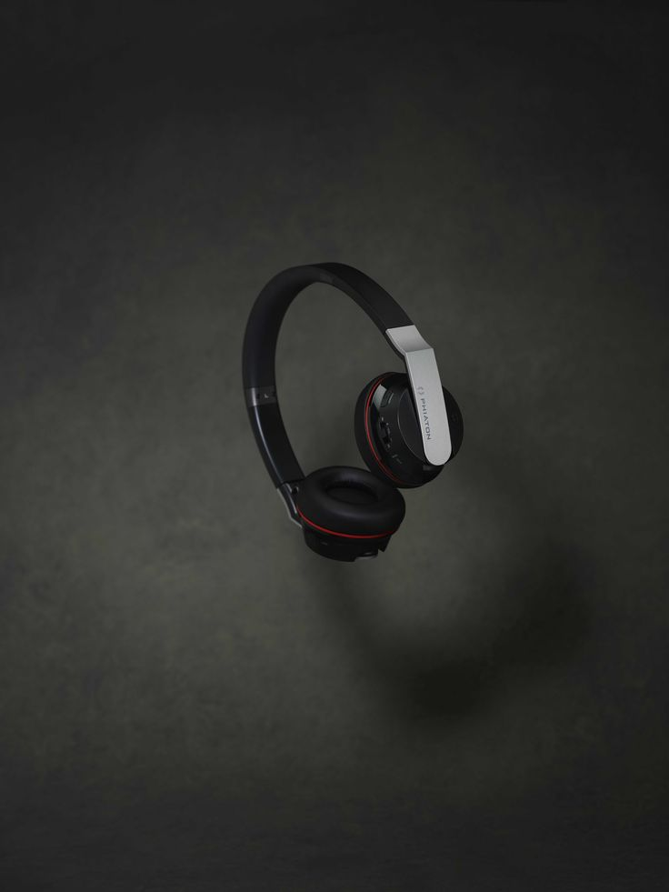 The BT 330 NC headphone cancels up to 95% of low frequency noise.