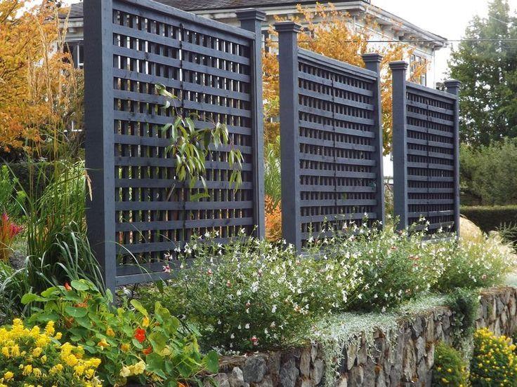 Freistehende Gittertafeln Sind Eine Grossartige Moglichkeit Unerwunschte Ansichten Zu Garten Mobel Hintergarten Hinterhof Privatsphare Lauben Terrasse