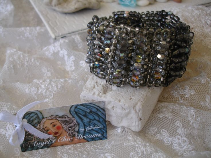Bracelet with crystals and beads