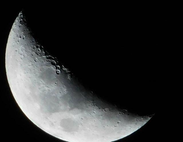 Que linda está la luna esta noche :) #luna #moon #hermosa #cráteres