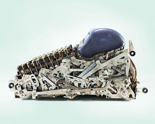 Fotógrafo mostra como era complexo o interior de calculadoras antigas, em série de imagens | Virgula