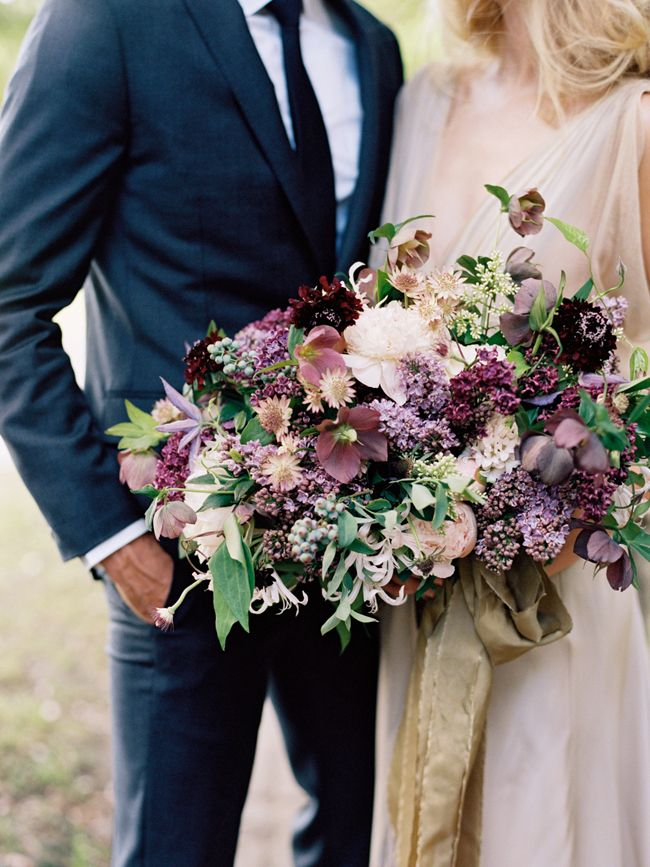 20 Oversize Statement Wedding Bouquets | SouthBound Bride | http://www.southboundbride.com/oversize-statement-bouquets | Credit: Elisa Bricker/Ginny Au/Gathering Events via Once Wed