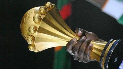 ABIDJAN, 14 août (Xinhua) -- Les autorités sportives ivoiriennes ont réaffirmé jeudi à Abidjan la volonté de la Côte d' Ivoire d'organiser la Coupe d'Afrique des nations de football (CAN) en 2019 ou 2021. Le