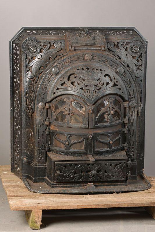 Ofen, Belgien, um 1900-1905, Gußeisen, vielfacher Jugendstildekor, Funktion nicht geprüft, ca. 84x78x60 cm  496,- €