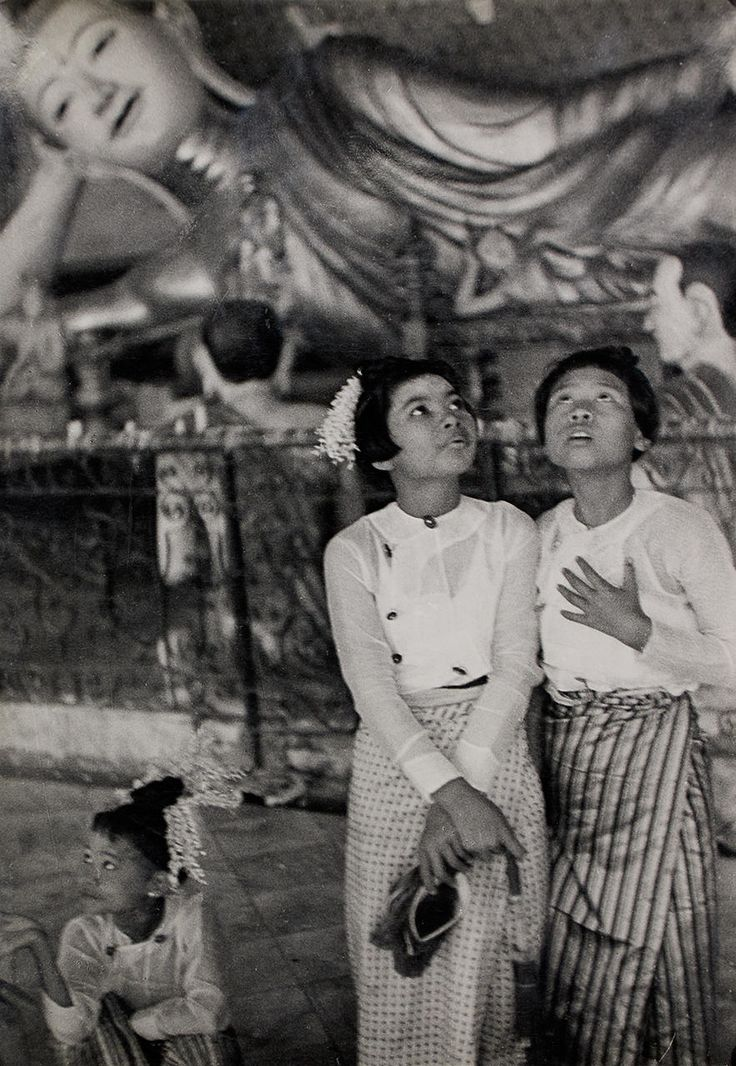"© Henri Cartier-Bresson, 1948, Rangoon, Burma ""Beauty is meaningless until it is shared."" ― George Orwell, Burmese Days"