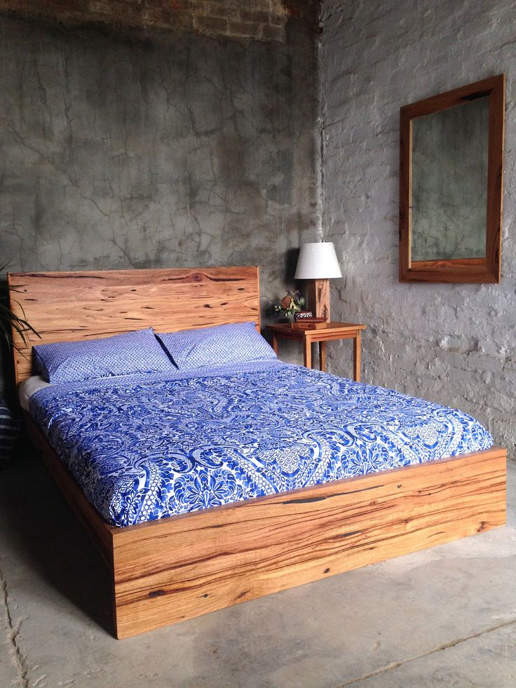 Recycled timber bed – Helga