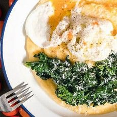 Pochiertes Ei auf Cremiger Polenta mit Spinat