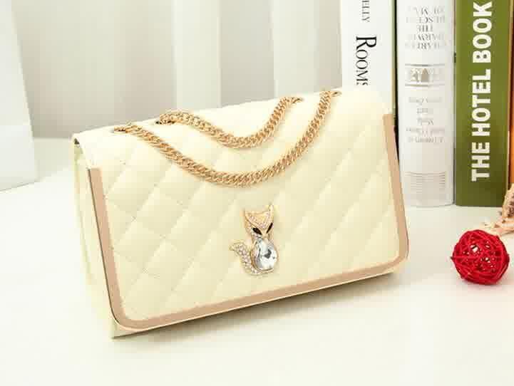 20428 Rice Tinggi : 17 cm Lebar : 26 cm Tebal : 9 cm Cara Buka : Magnet Tali Panjang : Ada Bahan : PU 800 gram 160.000 #fashion #bag #tas