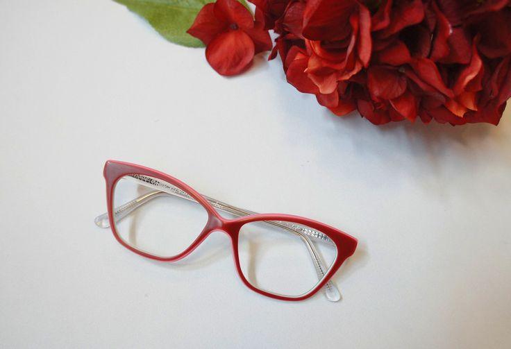 N E W R O M A N T I C // Glamour never takes a day off. 🌹 (👓 : MOSHdesigns - 'bright eyes', handmade in Gastown) #handmade #eyewear #eyeglasses #madeincanada #gafas #trend #red #cateye #vancouver #gastown #canada #glasses #custom #custommade