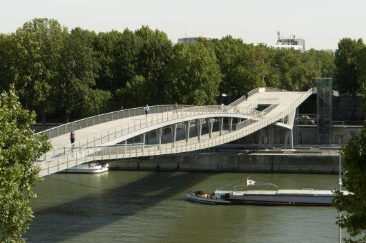 """Okay this bridge has been built for a while but I just """"discovered"""" it. Besides anything pre-TGB doesn't exist in my mind. (Like when I cover my eyes and the world goes away) The Pedestrian Bridge Simone de Beauvoir has an interesting twin arch system, which I don't really understand how it works… a combination [...]"""