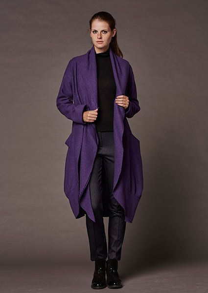 Short coat of boiled wool with pockets and belt from the same fabric whcih falls loosely and embraces the body warm !!