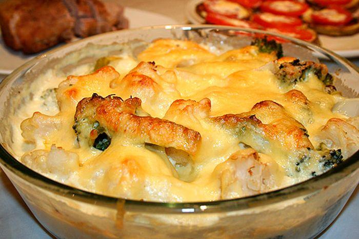 Готовая запеканка с цветной капустой и соусом  хороша на вкус в горячем и холодном  виде. Очень полезная для детей нежный вкус и сливочный  соус, в сочетании с острым сыром,  дают  замечательное послевкусие.