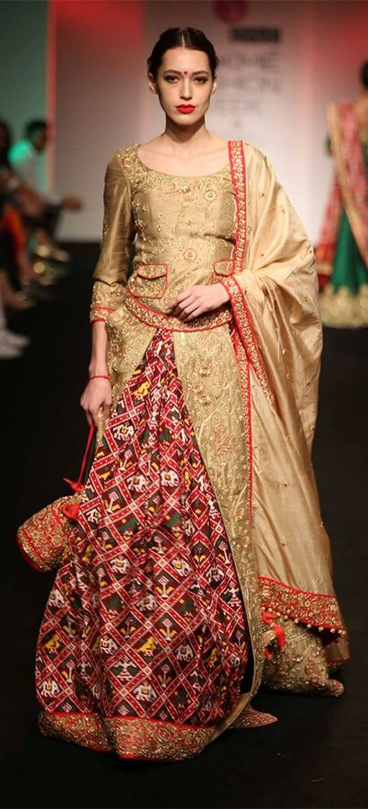 A beautiful designer wear displayed at one of the LFW events. (Source: Pinterest)