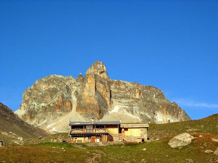 Le reguge du Thabor à Valfréjus pour se restaurer après une bonne randonnées ! #valfrejus #refuge #thabor #randonnée #montagne #lac