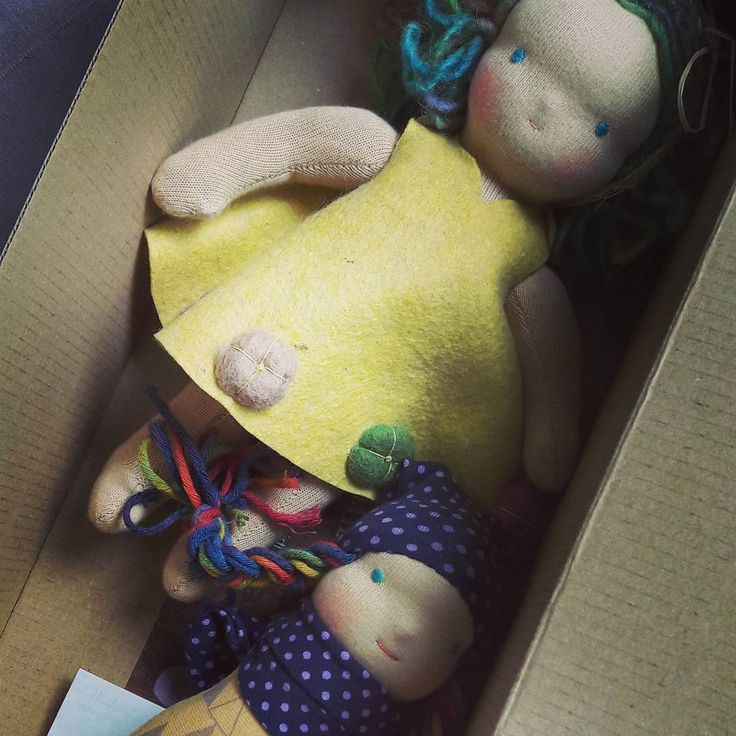 Our rainbow hair couple just before travelling to their new home. #waldorfdolls #waldorfdoll #steinerdoll #textiledoll #textiledolls