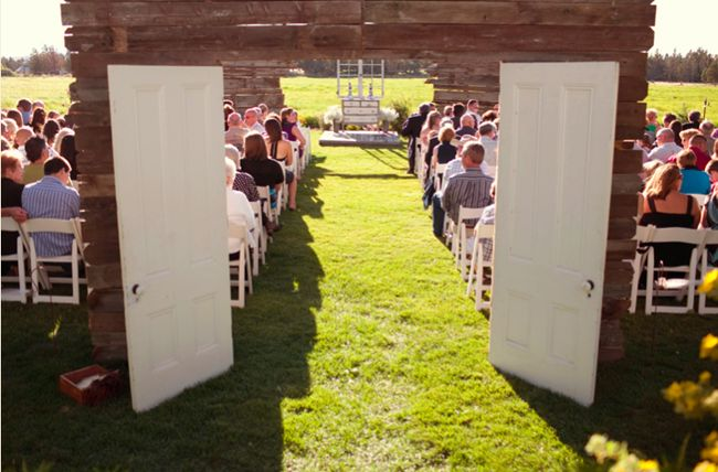 I've always wondered if this was possible cause I'd definitely want doors even for an outdoor wedding to not spoil the reveal.