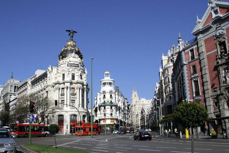Madrid | Vista de la Calle de Alcalá de Madrid. A la izquierda, el Edificio ...My room @ The Hotel de Paris 200 yards from city center.