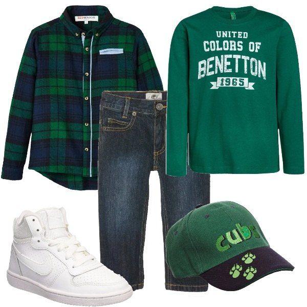 I jeans lavaggio scuro sono abbinati alla t-shirt verde con scritta bianca sul davanti e le maniche lunghe e alla camicia a quadri blu e verde in tessuto di flanella da portare con le maniche risvoltate e non abbottonata. Ai piedi scarpe sportive alte in pelle bianca e per completare berretto verde con visiera blu e decori di scritte e zampette ricamate verde brillante. Si consiglia di aggiungere un piumino per gli spostamenti all'esterno.
