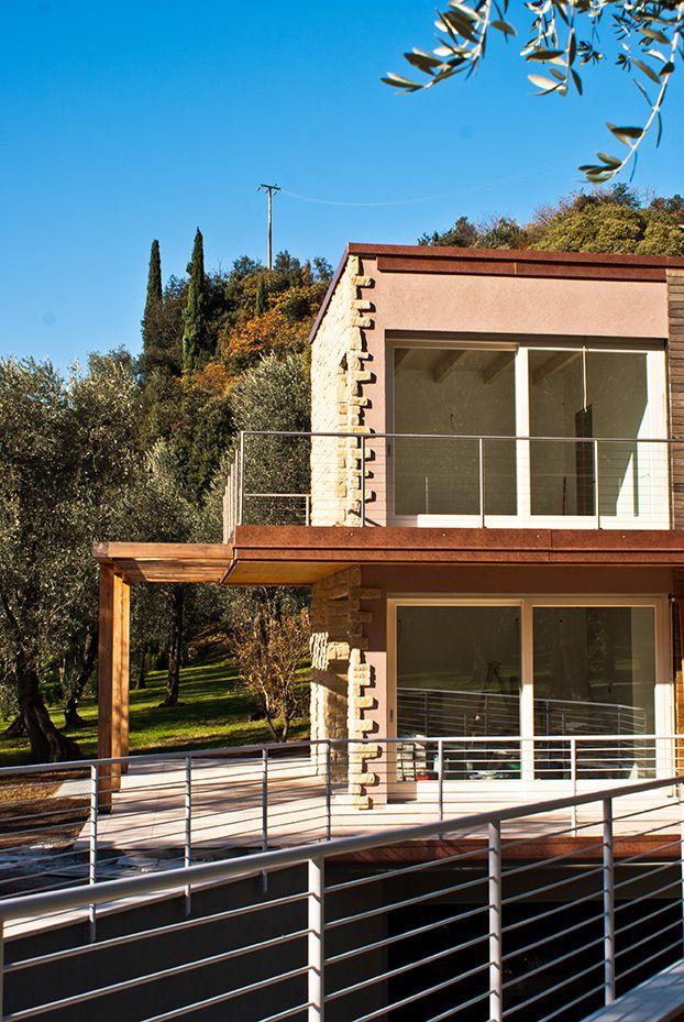 Finest questa casa in legno su progetto donatella bertelli la finitura esterna in parte - Colorare casa esterno ...