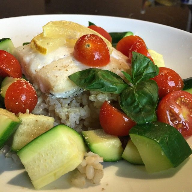 Baked Haddock with Fresh Herb and Vegetable Medley Tonight's dinner was super simple, fresh, flavorful and filled me up with healthy protein, complex carbs and fiber – really a perfect meal to end my day after my super tough morning workout! If you're like me and live inland it's sometimes hard to get great quality …
