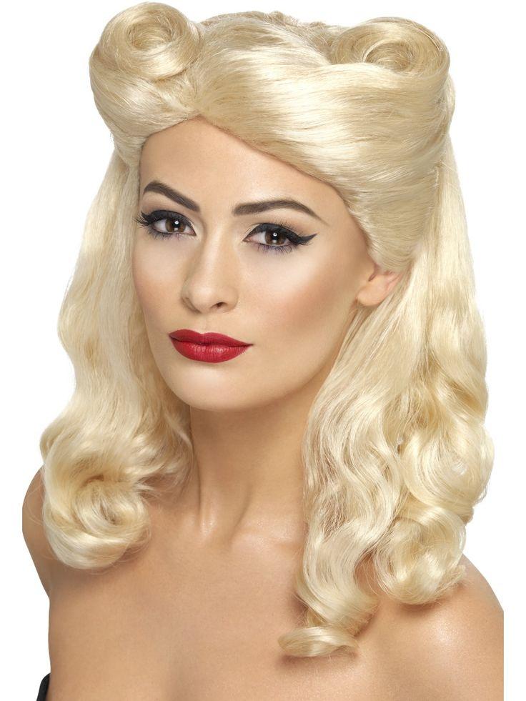 Pin-Up -tytön peruukki. Pin-up tytön peruukilla viimeistelet viattoman flirttailevan biletyylisi. Sen lisäksi tällä peruukilla voi asustaa glamourhenkisiä naamiaisasuja.
