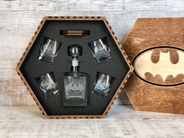 Boyfriend's Gift Batman Fan Geek Wedding Christmas gift, Batman gift, Wedding gift, Whiskey Decanter set, Wedding, Groomsmen gift