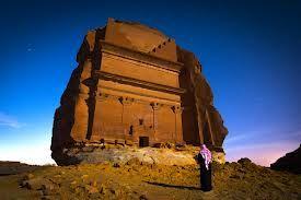 maiden saleh - Het ligt op 400 km  ten noordwesten van Medina, en 500 km ten zuiden van Petra. Het is een stad zonder huizen,met louter tempels en graven die allen uit de rotsen zijn uitgehakt. Het gehele gebied beslaat een dertiental kilometers.  Madain Saleh is de belangrijkste archeologische plaats in Saudi Arabië.