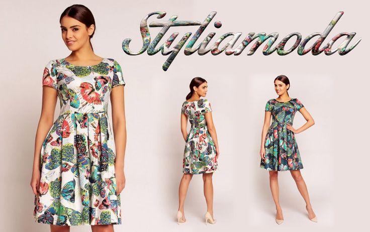Zwiewna sukienka w motyle, świetnie wpisze się w wakacyjny klimat :) http://styliamoda.pl/home/3378-zwiewna-lekka-sukienka-w-barwne-motyle.html
