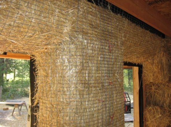 Внутренние Откосы у окна делаются полукруглыми чтобы позволить большему количеству света попасть в помещение.