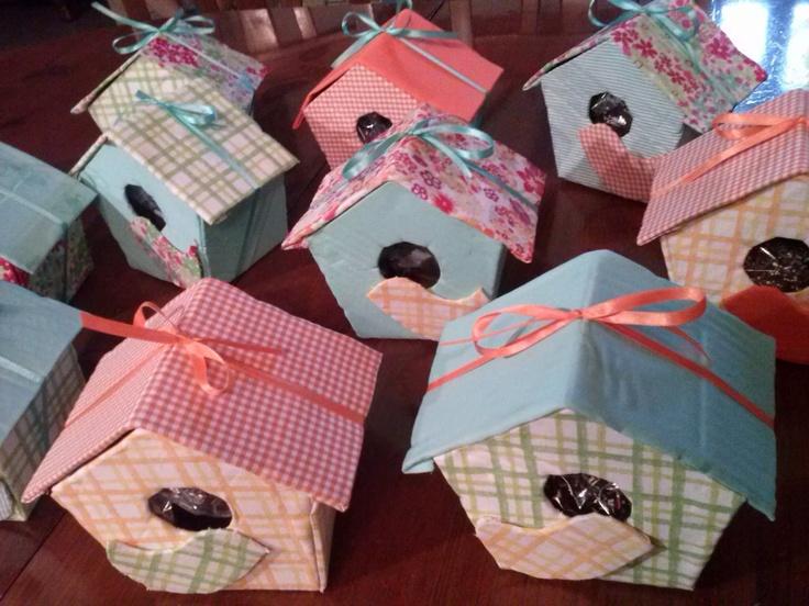 Birdhouse- Casette degli uccelli ripiene di dolcezze (cartone, stoffa)