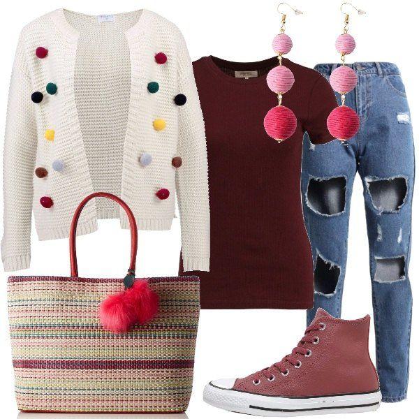 Un originale cardigan corto abbinato a t-shirt basic, jeans modello baggy, borsa con chiusura a scatto, sneakers alte modello Converse Chuck Taylor e orecchini a sfera di filo color rosa.