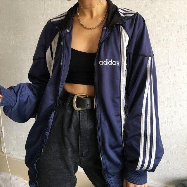 Meine schwarze, hoch taillierte Jeans, Sara 's Adidas-Jacke, kurzes schwarzes Hemd, Lieferwagen