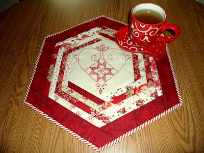 """Quilt as You Go Table Topper with tutorial    """"Sew WE Quilt!"""": Hexagons Tables, Tables Clothing, Quilts As You Go, Tables Toppers, Special Guest, Guest Today, Tables Mats, Tables Runners, Luann Tables"""