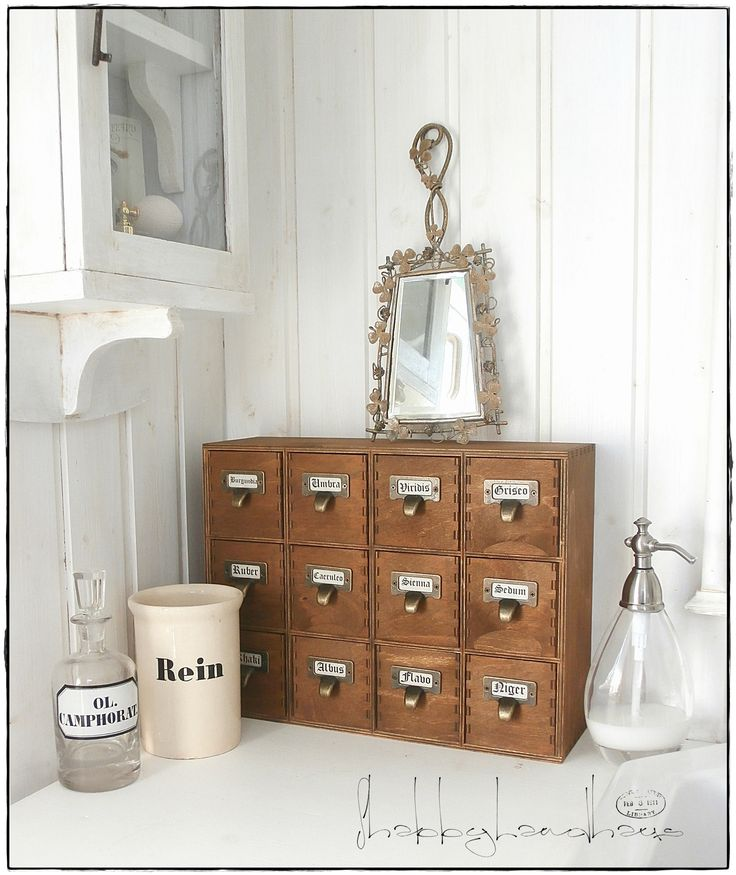 I love small drawers :o) shabby bathroom