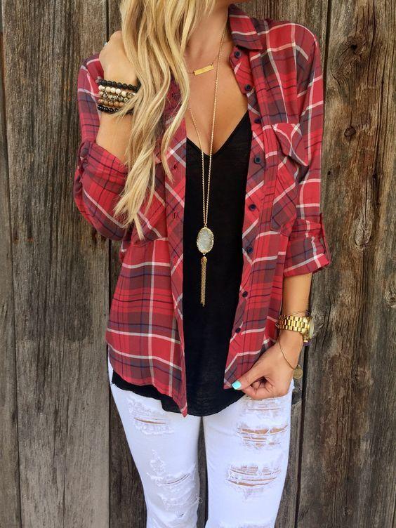 Las camisas de franela son un must súper fashion que toda chica se debería regalarse. Esta prenda es súper versátil y da muchísimas opciones de combinaciones para conseguir looks casuales y trendy al ir por la calle. Hoy te quiero dar unas cuántas ideas de cómo es que podrías combinar esa camisa de franela que …